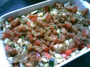 Tarwe geroosterde groenten tomaten pesto