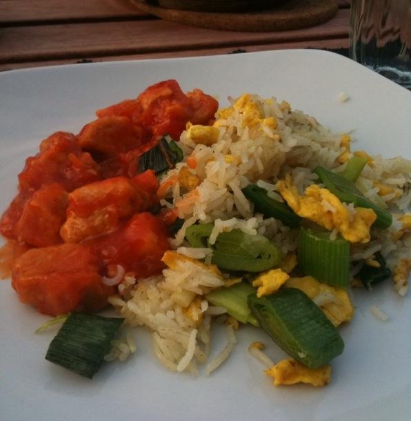 gebakken rijst met quorn sweet en sour stukjes