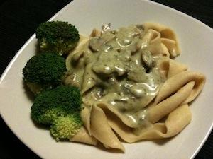 pasta pesto-champignonsaus broccoli